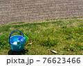 芝生と砂場遊びのおもちゃ 76623466