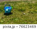 芝生と砂場遊びのおもちゃ 76623469