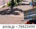 新聞配達のオートバイ 76623490