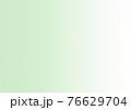 ハーフトーン ぼかし (背景素材) 薄い 緑 76629704