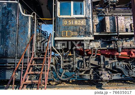 (長野県)諏訪市湖畔公園に展示されている、D51蒸気機関車・運転室 76635017