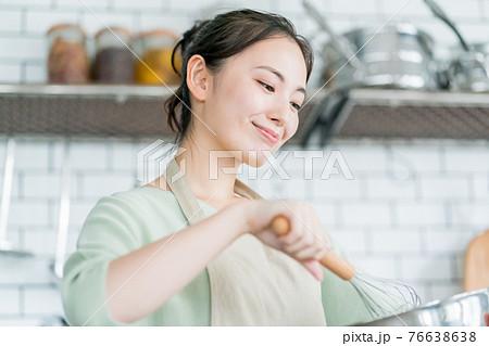 主婦のお菓子作り 76638638