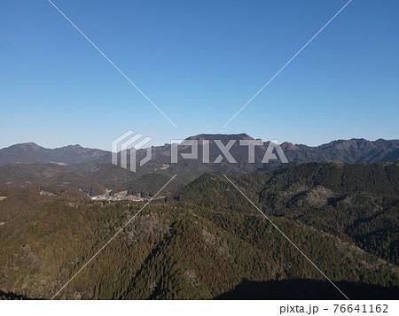 奥三河の山並み 北設楽郡設楽町田峯から見た山並み 76641162