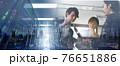 会社で働くビジネスパーソン 76651886