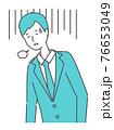 落ち込む・疲れている スーツを着た男性 76653049