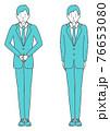 かしこまる、会釈をする スーツを着た男性 76653080