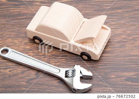 車 修理 点検 メンテナンイメージ 車検イメージ 自動車の整備イメージ 76672502