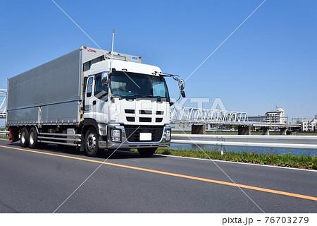 大型トラック 物流 イメージ 76703279