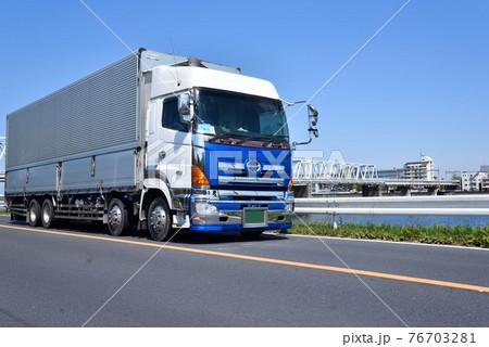 大型トラック 物流 イメージ 76703281