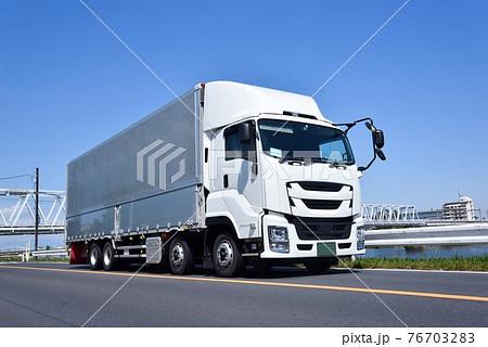 大型トラック 物流 イメージ 76703283