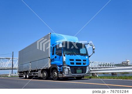 大型トラック 物流 イメージ 76703284
