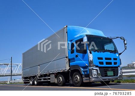 大型トラック 物流 イメージ 76703285