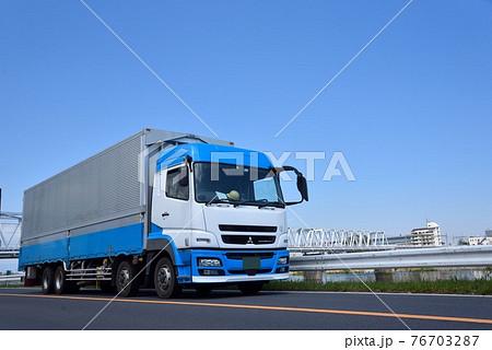 大型トラック 物流 イメージ 76703287
