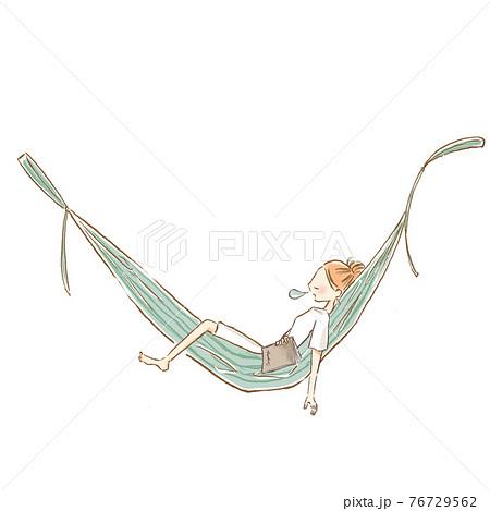 ハンモックでお昼寝する若い女性のイラスト 76729562