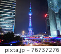 地上から見た上海タワーの夜景 76737276