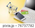 パソコンとショッピングカート ネット通販のイメージ 76737782