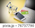 パソコンとショッピングカート ネット通販のイメージ 76737790