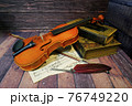 アンティークなバイオリン 76749220