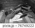 アンティークなバイオリン 76749222