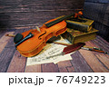 アンティークなバイオリン 76749223