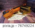 アンティークなバイオリン 76749224