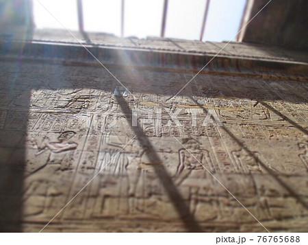 エジプト ルクソール神殿 壁画 ジオラマ風 76765688