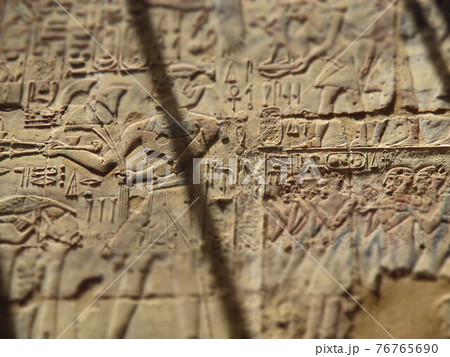 エジプト ルクソール神殿 壁画 ジオラマ風 76765690