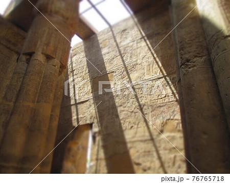 エジプト ルクソール神殿 ジオラマ風 76765718