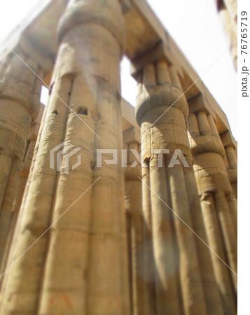 エジプト ルクソール神殿 ジオラマ風 76765719