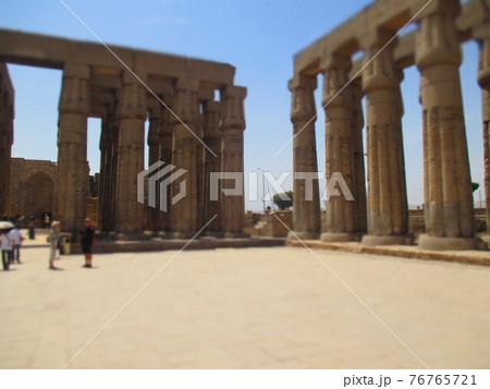エジプト ルクソール神殿 ジオラマ風 76765721