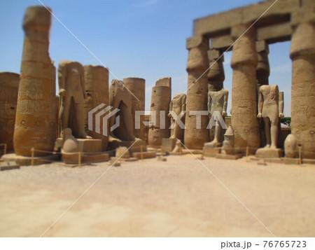 エジプト ルクソール神殿 ジオラマ風 76765723