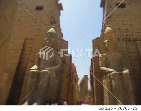 エジプト ルクソール神殿 ジオラマ風 76765725