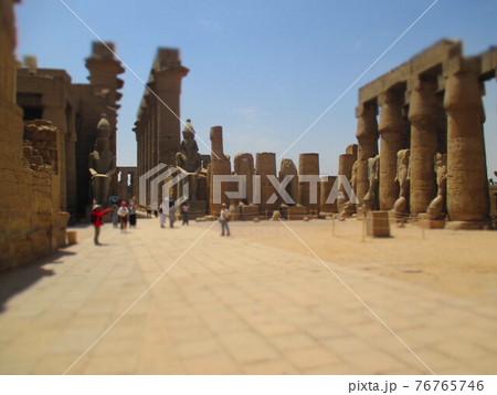 エジプト ルクソール神殿 ジオラマ風 76765746