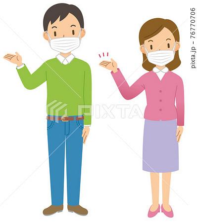案内する男性と女性のペア(全身)(マスク) 76770706