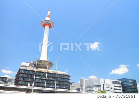 【京都府】晴天下の京都タワー 76791961