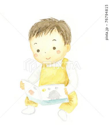 絵本を見る子どもの水彩イラスト  76794815