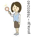 マルの札を持つ笑顔の制服姿の女性のイラスト 76803240