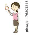 マルの札を持つ笑顔の制服姿の女性のイラスト 76803248