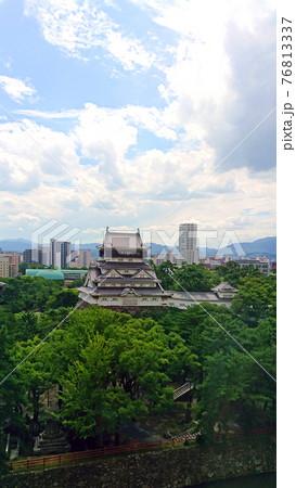 小倉城天守閣と北九州市立図書館 76813337
