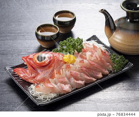 日本酒と金目鯛の刺身(炙り) 76834444