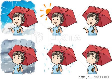 傘をさして空を見上げる女の子 76834461
