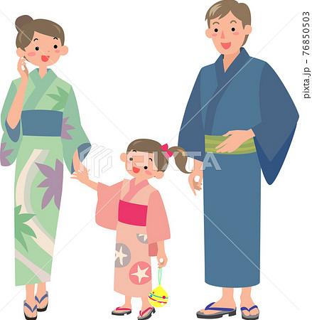 浴衣を着た両親と女の子 76850503