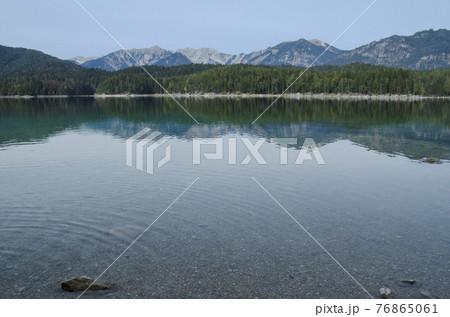 アイプ湖とツークシュピッツェ 76865061