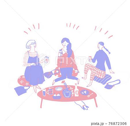 座ってお酒、飲み物を飲む(家飲み、宅飲み)女性3人 B 76872306