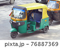 インドのオートリキシャ 76887369