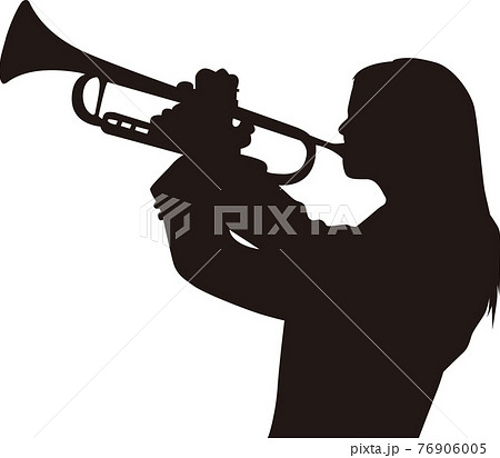 トランペットを奏でる女性 76906005