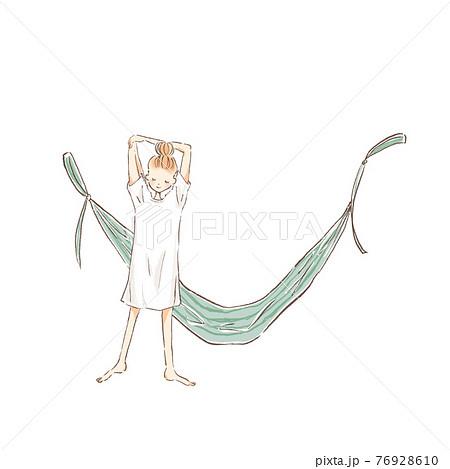 ハンモックの横でストレッチをする若い女性のイラスト 76928610