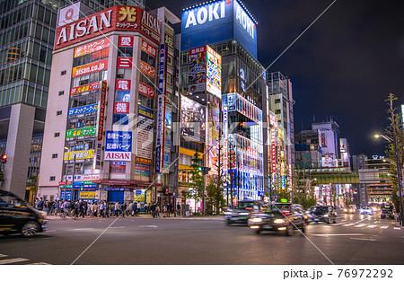 日本の東京都市景観 3度目の宣言初日。多くの人出…もはや国民には響かない…=4月25日、秋葉原 76972292