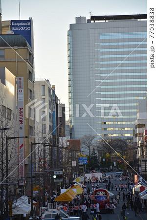 【群馬県】高崎市街地の駅前風景 77038838