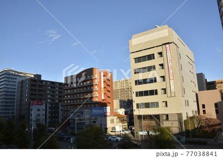 【群馬県】高崎市街地の駅前風景 77038841